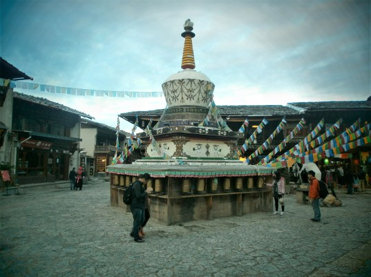 Shangrila Stupa 500x375 - Trip to Yunnan: Guide to 8 essential places