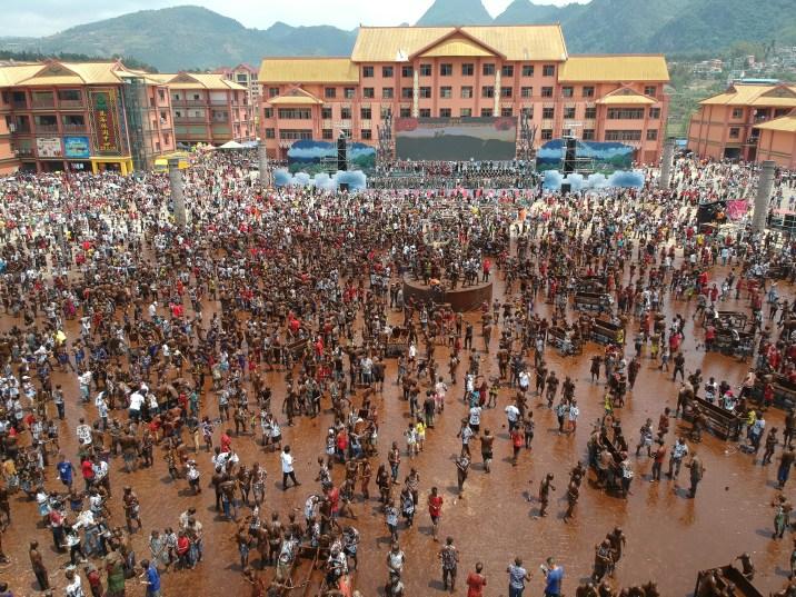 Yunnan Plaza Festival de Monihei 1024x768 - Monihei, China's most famous mud festival