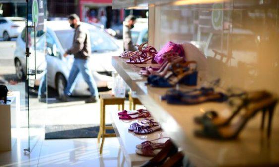 gdf libera funcionamento de lojas de roupas e sapatos0518203133 1 e1627584276863 - Sindicamp