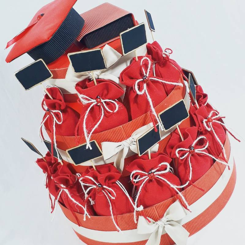Sacchetto Rosso Cotone Portaconfetti Laurea Fai Da Te Con Scritta Dorata Struttura A Piu Bomboniere Struttura Completa Prezzo Riferito Alla Singola