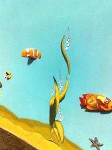 Alge und Nemo an Wand gemalt