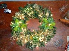 weihnachtlicher Kranz mit Beleuchtung in Gruen Gold 45cm Ø