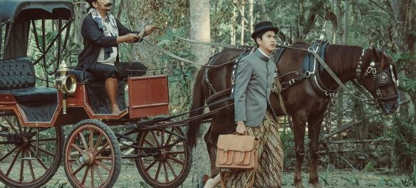 Bumi Manusia Movie Review: Iqbaal Ramadhan and Wani Dharmawan in Bumi Manusia (2019)