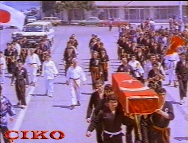 Ac Kartallar filminden bir sahne