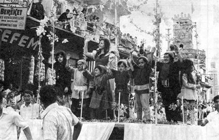 Altın Portakal 1971 - Pamuk Prenses ve yedi cüceler kortejde