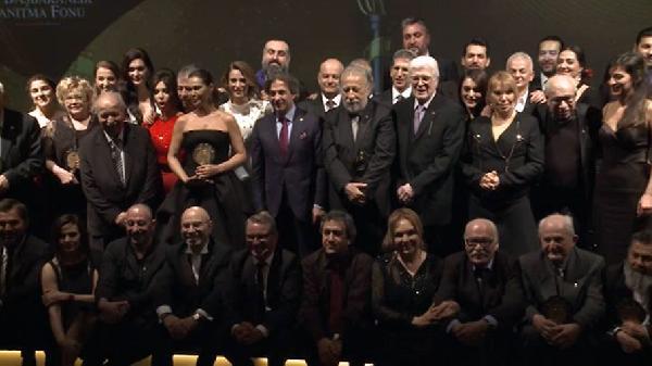 turk-sinemasi-nin-100-yilinda-en-iyi-on-lar-sahiplerini-buldu-449623