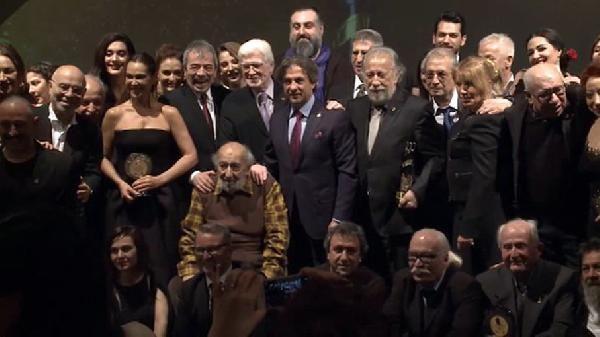 turk-sinemasi-nin-100-yilinda-en-iyi-on-lar-sahiplerini-buldu-449625