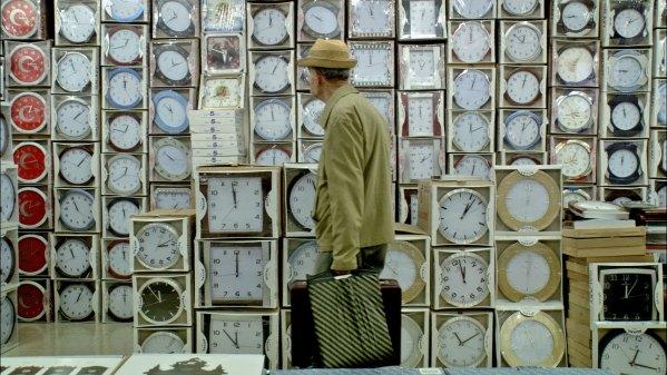 11'e 10 Kala: Pelin Esmer'in ilk uzun metraj filmi, Koleksiyoncu belgeselinden doğan kurmaca. Mithat Esmer