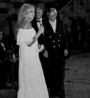 """29 Ağustos 1975'de, Harbiye Açık Hava Tiyatrosu'nda düzenlenen """"Necdet Tosun'u Anma Gecesi"""""""