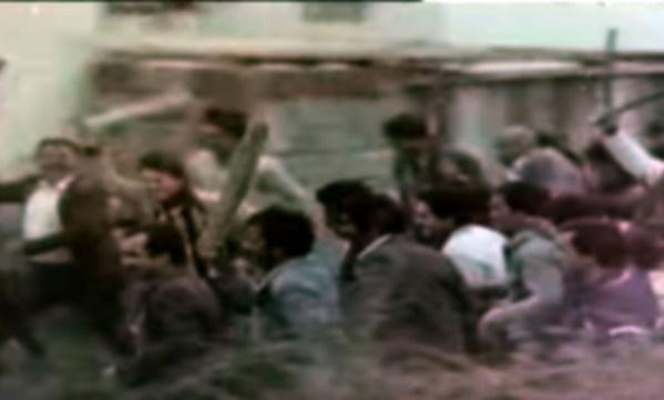 Yönetmen Çetin İnanç ile büyük sanatçı Cüneyt Arkın'ın iş birliğinin bir örneği, Dört Yanım Cehennem filmi. İntikam için mumya olup, deprem yaratmak, fırtına çıkarmak yeter mi?
