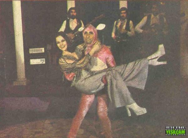 Hey Gidi Yeşilçam - 29 ocak 1975 tarihli Hey Dergisinde yer alan Yeşilçam Televizyona Eğildi haberi - Kaygısızlar ve Pembe Panter filmleri #heydergisi #1975