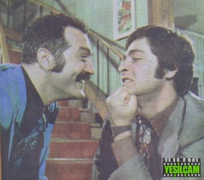 23 Nisan 1975 tarihli Hey Dergisinden: Bir Film, İki Yıldız, İki Haber - Kadir İnanır & Fikret Hakan - Hey Gidi Yeşilçam
