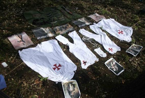 Ropa y propaganda confiscada en Michoacán. Foto: Archivo