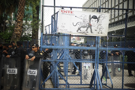 CNTE protestas en las embajadas de Estados Unidos, España en México. Foto: Cuartoscuro