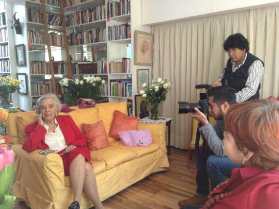 La escritora recibe a SinEmbargo. Foto: Antonio Cruz, SinEmbargo
