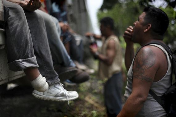 """""""Nosotros durante esta última semana hemos detectado muchos migrantes mutilados, muertos porque los tiran del tren"""", dice el activista Rubén Figueroa. Foto: Cuartoscuro"""