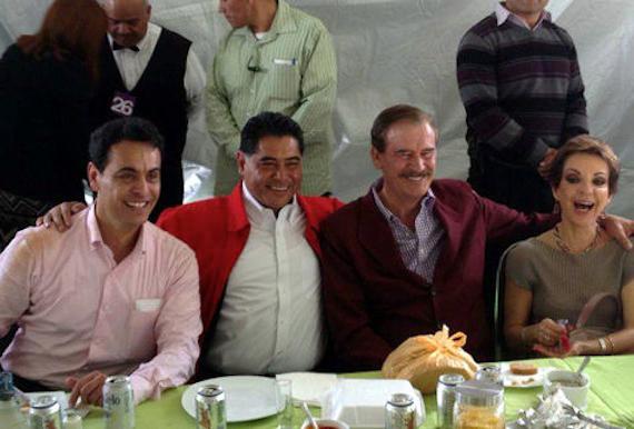 Co su colega ex Gobernador, y con Vicente Fox y Martha Sahagún. Foto de Facebbok