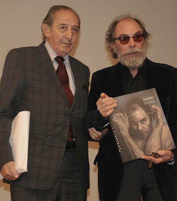 Arturo Rivera y Eduardo Lizalde, durante la presentación de su libro. Foto: CONACULTA