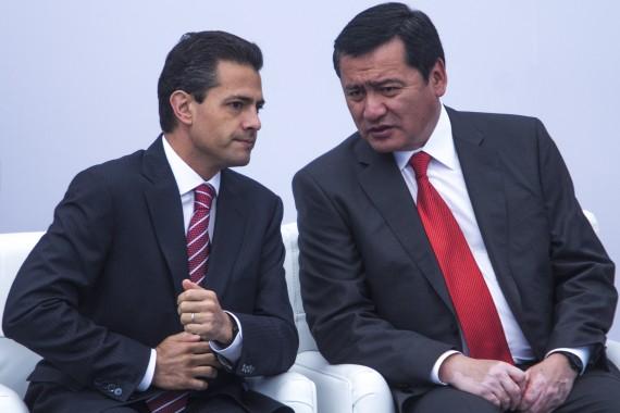 Peña Nieto con Osorio Chong, el responsable de la seguridad en México. Foto: Cuartoscuro