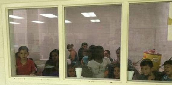 En otro centro de detención. Foto: Oficina del Congresista Henry Cuéllar