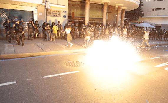 Al menos cuatro manifestantes fueron detenidos y cuatro personas quedaron heridas. Foto: Fabio Braga, Folhapress
