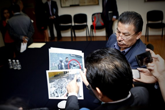 Legisladores presentan pruebas del enfrentamiento en Chalchihuapan, Puebla. Foto: Francisco Cañedo, SinEmbargo