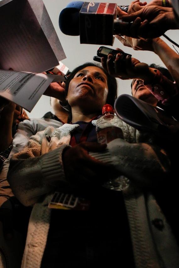 """Respecto a la resolución que presentó la CNDH, Elia dijo sentirse defraudada """"porque el Gobernador nada tocaron de él, solamente de una persona y como yo siempre he dicho, el culpable es el señor Gobernador por dar la autorización"""". Foto: Francisco Cañedo, SinEmbargo"""