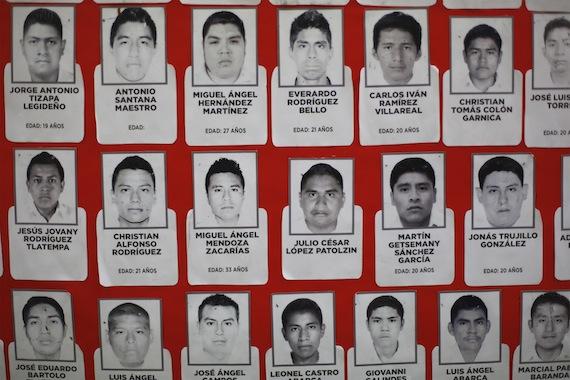 Organizaciones sociales y estudiantiles exigen la presentación con vida de los 43 normalistas. Foto: Cuartoscuro.