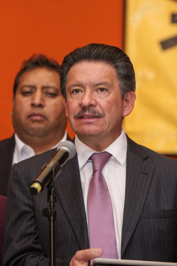 Carlos Navarrete leyó ayer una declaración del consejo del PRD. Foto: Francisco Cañedo, SinEmbargo