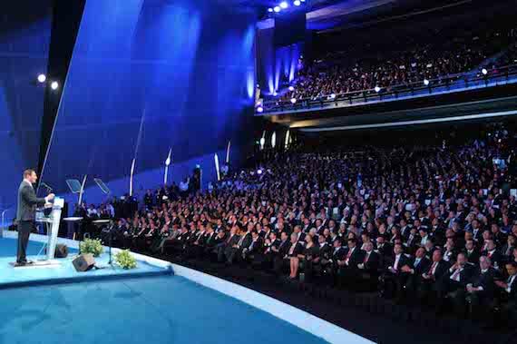 Rafael Moreno Valle hablando frente a los más de siete mil invitados. Foto: Gobierno de Puebla