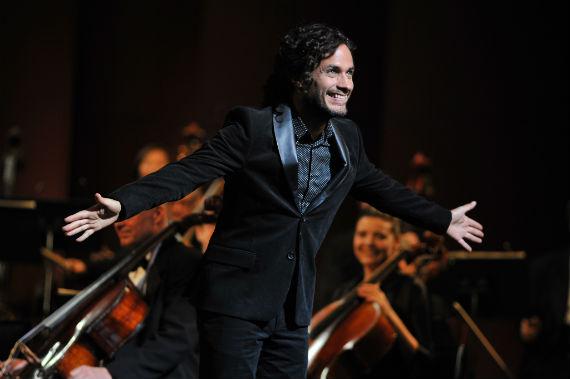 Para encarnar a Rodrigo, el director de orquesta de la Sinfónica de Nueva York, Gael se inspiró en Gustavo Dudamel. Foto: Especial