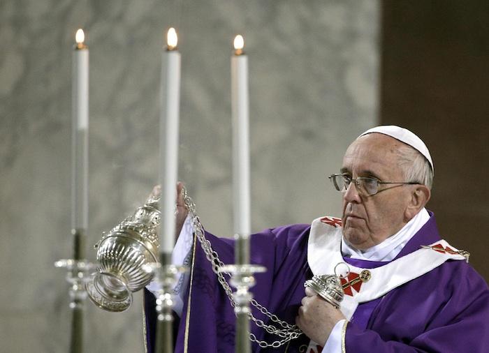 El Papa se refirió a los tres elementos que componen el camino espiritual de la Cuaresma -la oración, el ayuno y la limosna- y recordó que ya en el Evangelio se constata que, con el paso del tiempo, quedaron afectados por el formalismo externo. Foto: EFE/Archivo