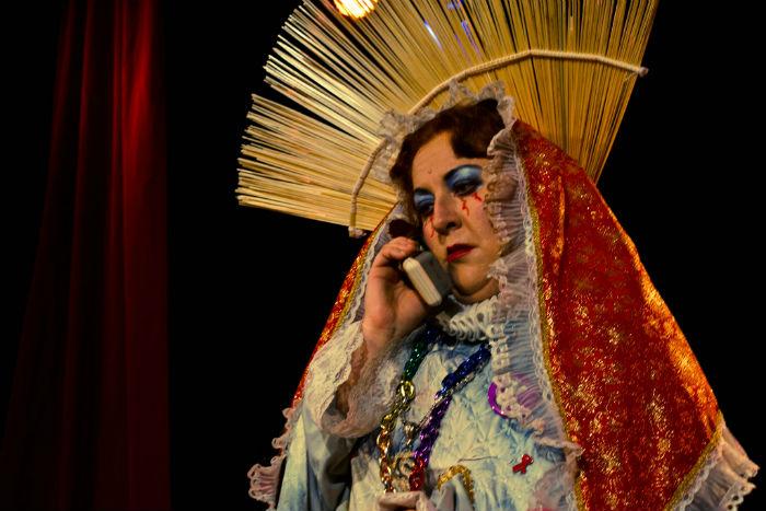 Ana Francis Mor en una imagen del espectáculo No te hagas que la virgen te habla. Es también autora de El manual de la buena lesbiana. Foto: Especial
