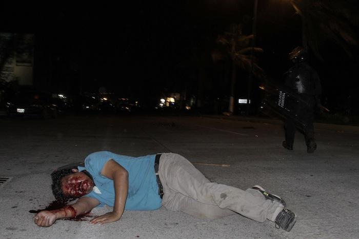 Cuando comenzó la agresión, los maestros dijeron que el bulevar de Las Naciones quedó a oscuras. Foto: Cuartoscuro.