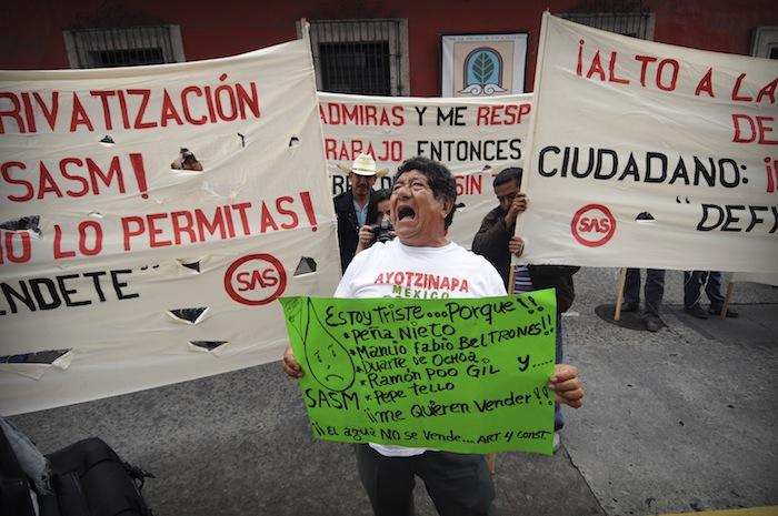 Se manifiestan en Conagua de Xalapa contra la pri vatización del agua Foto: Cuartoscuro