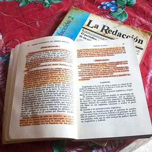 La mayor parte de los libros de Moisés están subrayados. Foto: blog.expediente.mx