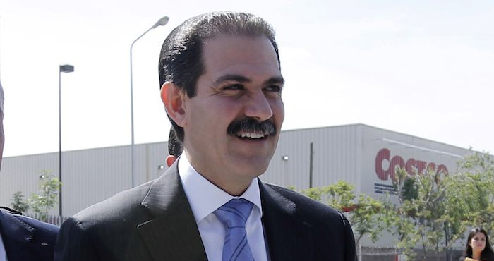 Guillermo Padrés, gobernador de Baja California, a su llegada al cuarto informe de gobierno de Rafael Moreno Valle en el auditorio metropolitano.