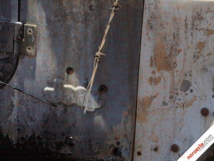 Una de las camionetas muestra el impacto de las balas. Foto: Noroeste