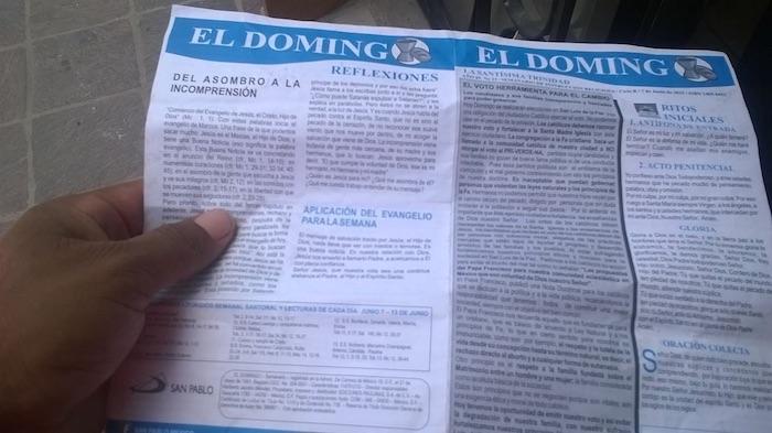 Misales repartidos en algunas iglesias de Guanajuato. Foto: Zona Franca