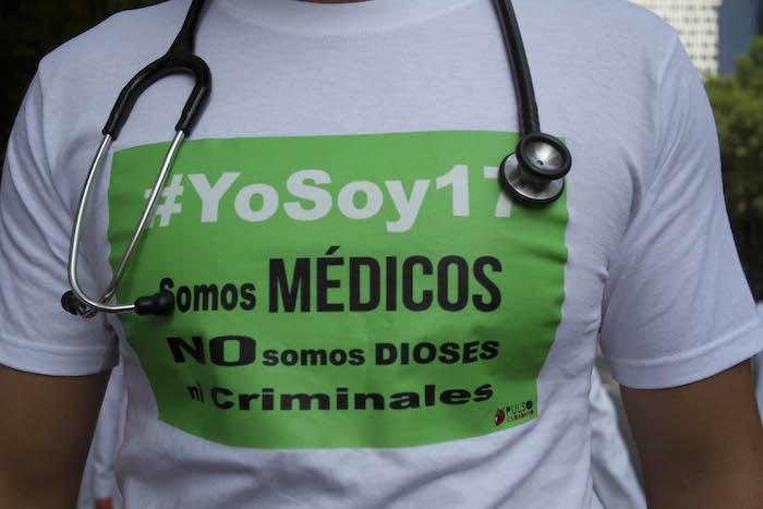Cientos de Médicos marcharon el 22 de junio del año pasado en protesta por los 16 médicos acusados penalmente. Foto:Cuartoscuro