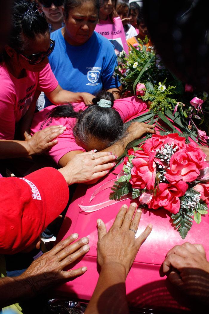 Sepelio de Brenda Berenice, de 17 años. Asesinada al buscar trabajo en Ciudad Juárez. Foto: Cuartoscuro