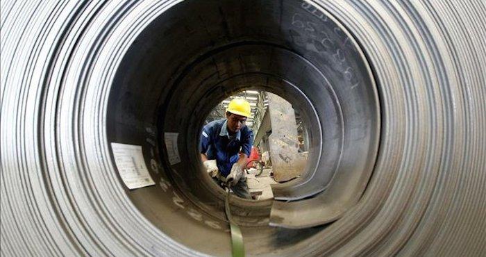 """La industria siderúrgica tuvo que despedir a miles de empleados ante la competencia """"desleal"""". Foto: EFE"""