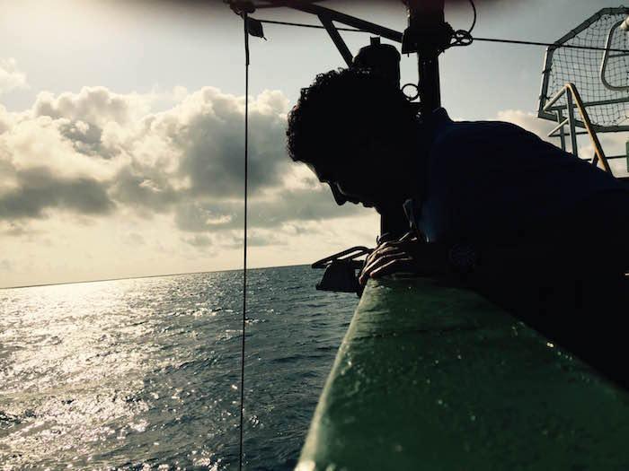 Desde el Esperanza, un grupo de científicos y estudiantes mexicanos levanta muestras y hace pruebas del agua de mar. Foto: Alejandro Páez Varela, SinEmbargo