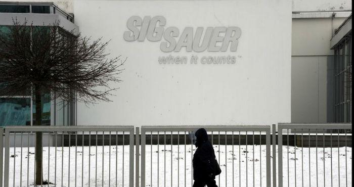 """Por lo menos 12 de esas víctimas fueron asesinadas con armas de Sig Sauer, cuyo lema es: """"Cuando se cuenta"""". Foto: dpa"""