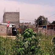 Pese a la pobreza, las personas se esfuerzan por contratar servicios de TV de paga. Foto: Humberto Padgett, Sinembargo