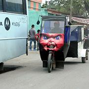 Los mototaxistas se esmeran en hacer atractivos sus vehi?culos. Foto: Humberto Padgett, Sinembargo