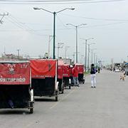 Los mototaxis son, pra?cticamente, el u?nico medio de transporte pu?blico en Chimalhuaca?n. Antorcha Campesina es uno de los grandes concesionarios. Foto: Humberto Padgett, Sinembargo