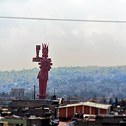 La pole?mica escultura Chimalli, del artista Sebastia?n. Foto: Humberto Padgett, Sinembargo