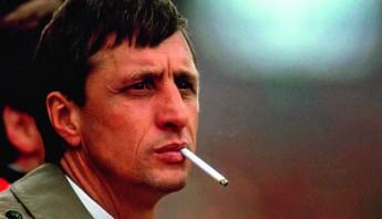 Johan Cruyff fumando