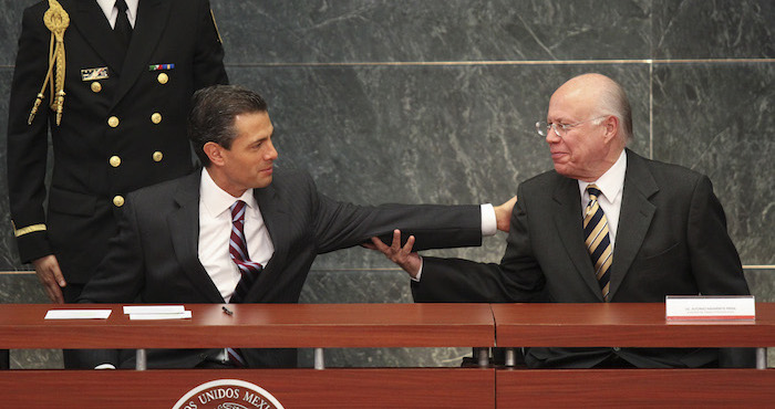 El Presidente Enrique Peña Nieto y José Narro Robles, Rector de la UNAM, en una imagen captada en Los Pinos. Foto: Adolfo Vladimir, Cuartoscuro